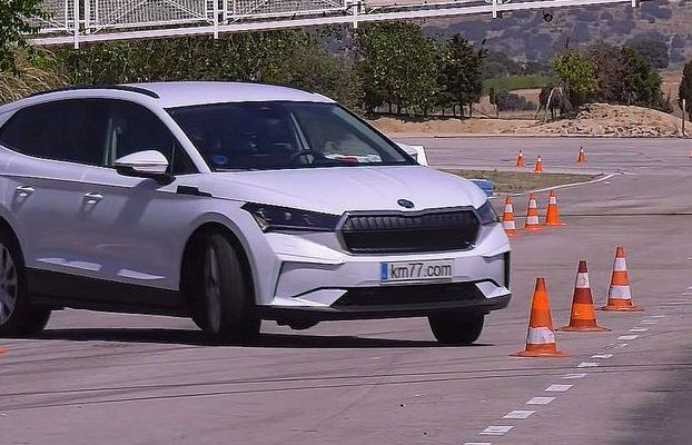 Škoda Enyaq iV si v losom teste príliš nešplhla. Dopadla ešte horšie než nemecký ekvivalent